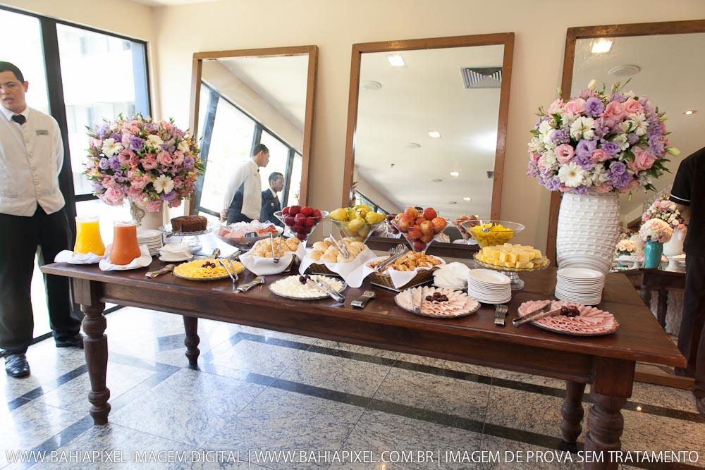 Mesa do caf da manh refletindo nos 30 anos for Mesas para cafeteria